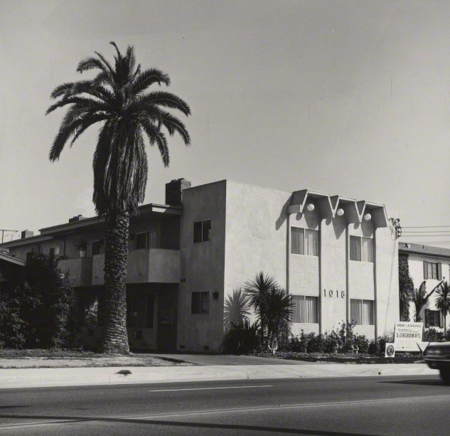 Gelatin silver print. The J. Paul Getty Museum, Los Angeles. © Ed Ruscha