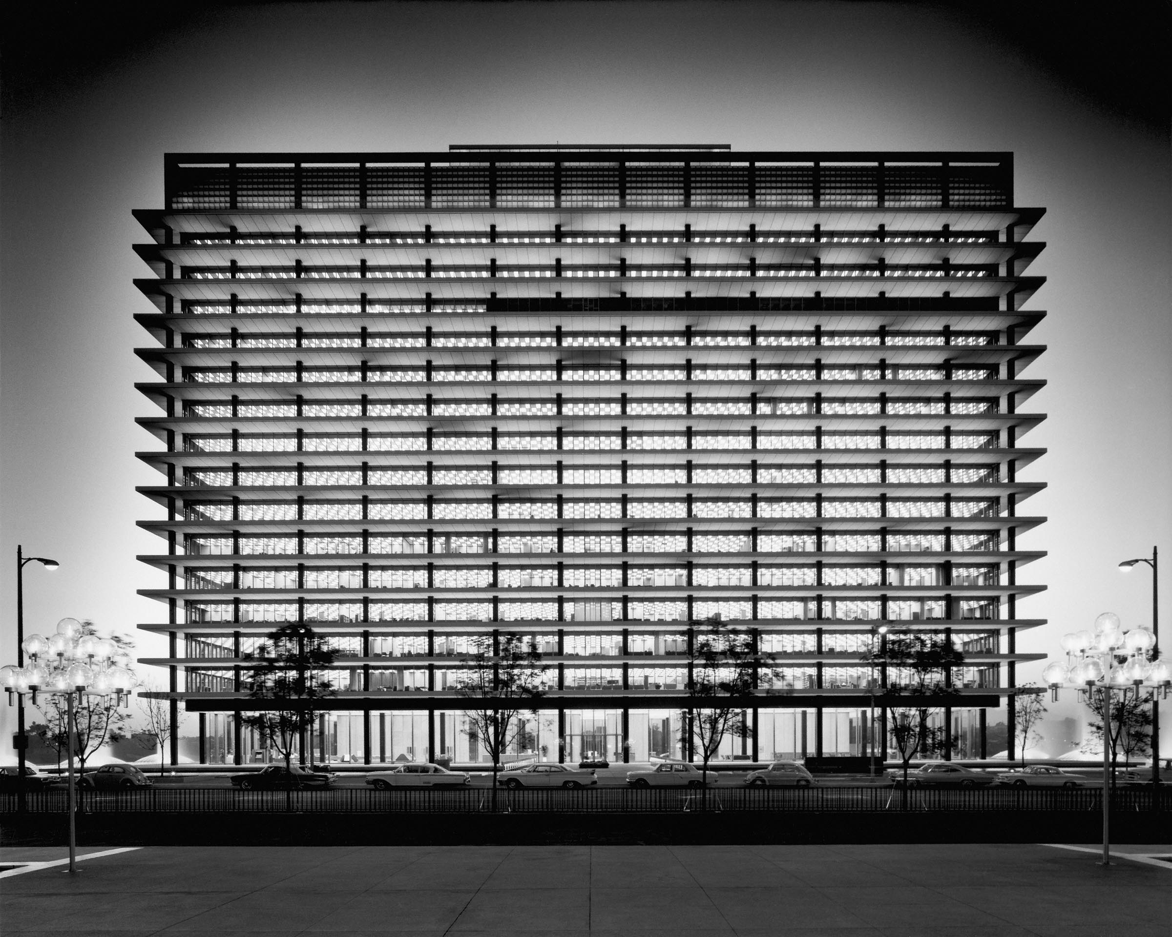 Building by A.C. Martin. Gelatin silver print by Julius Shulman. © J. Paul Getty Trust. Used with permission. Julius Shulman Photography Archive, Research Library at the Getty Research Institute (2004.R.10)
