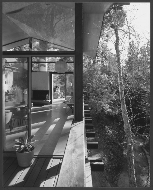 Gelatin silver by Julius Shulman. © J. Paul Getty Trust. Used with permission. Julius Shulman Photography Archive, Research Library at the Getty Research Institute (2004.R.10)